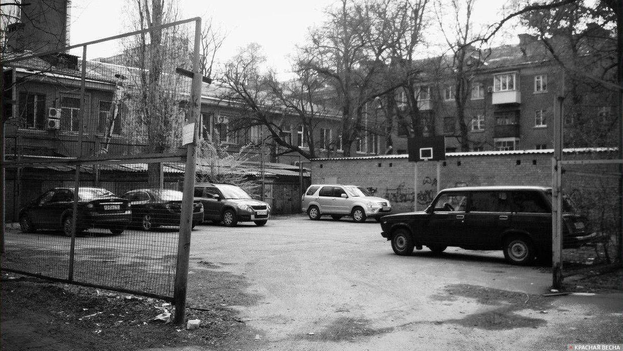 Парковка на спортивной площадке