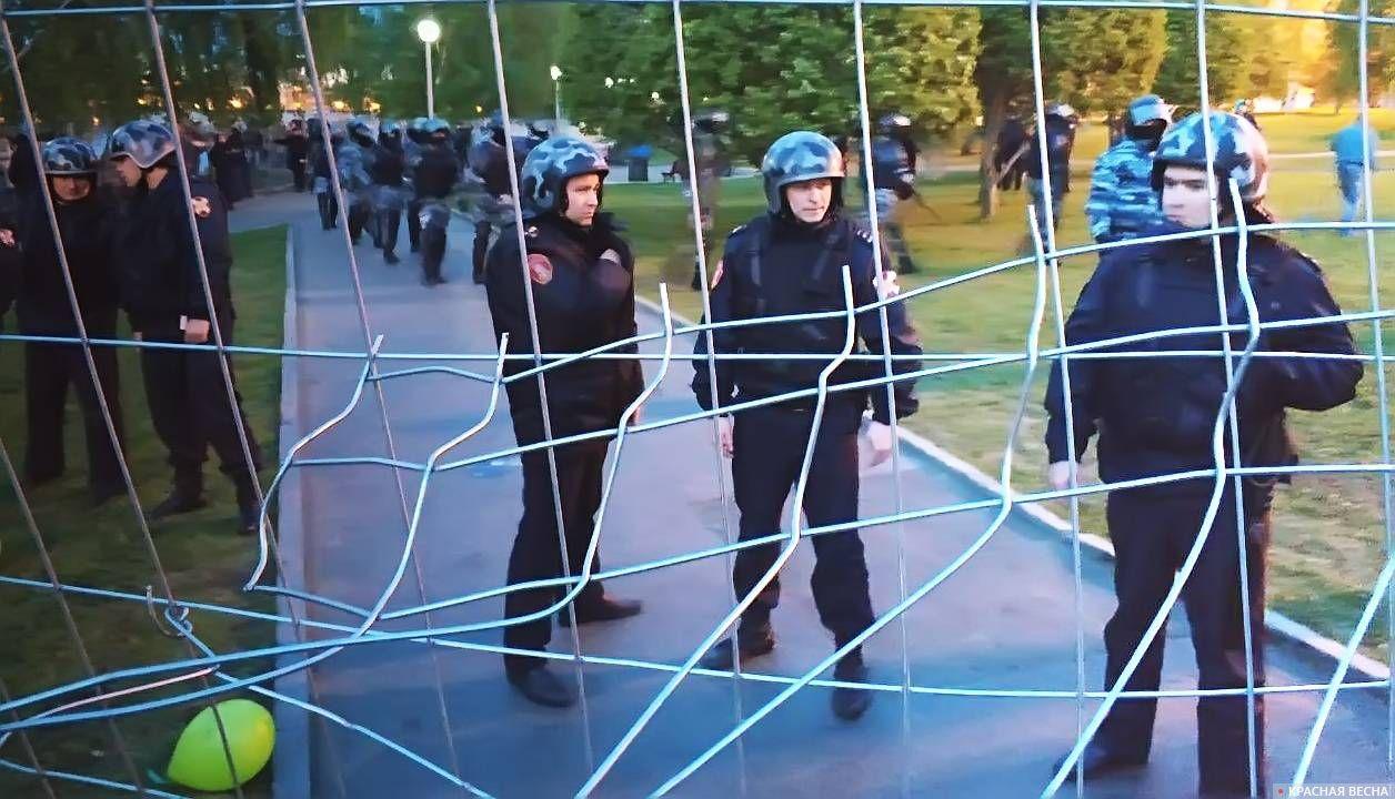 Полиция на акциях протеста в Екатеринбурге