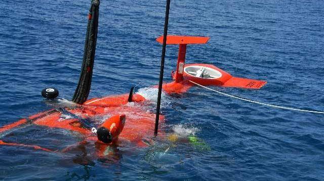 Вертолет в воде