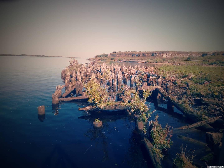 Причал у Новодвинской крепости полуразрушен