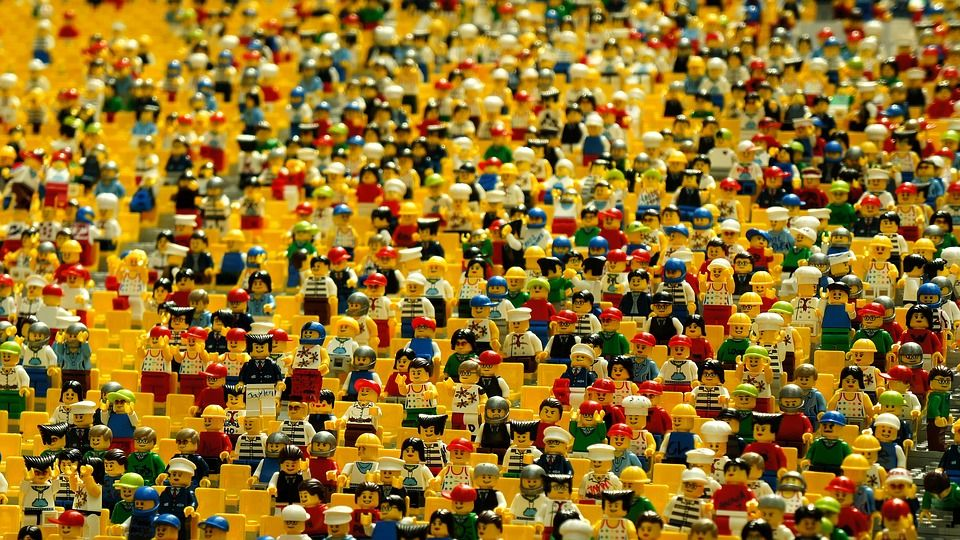 Толпа кукол лего [eak_kkk, pixabay, cc0]