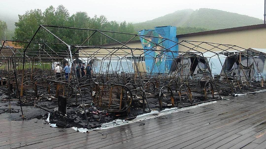 Сгоревшие палатки