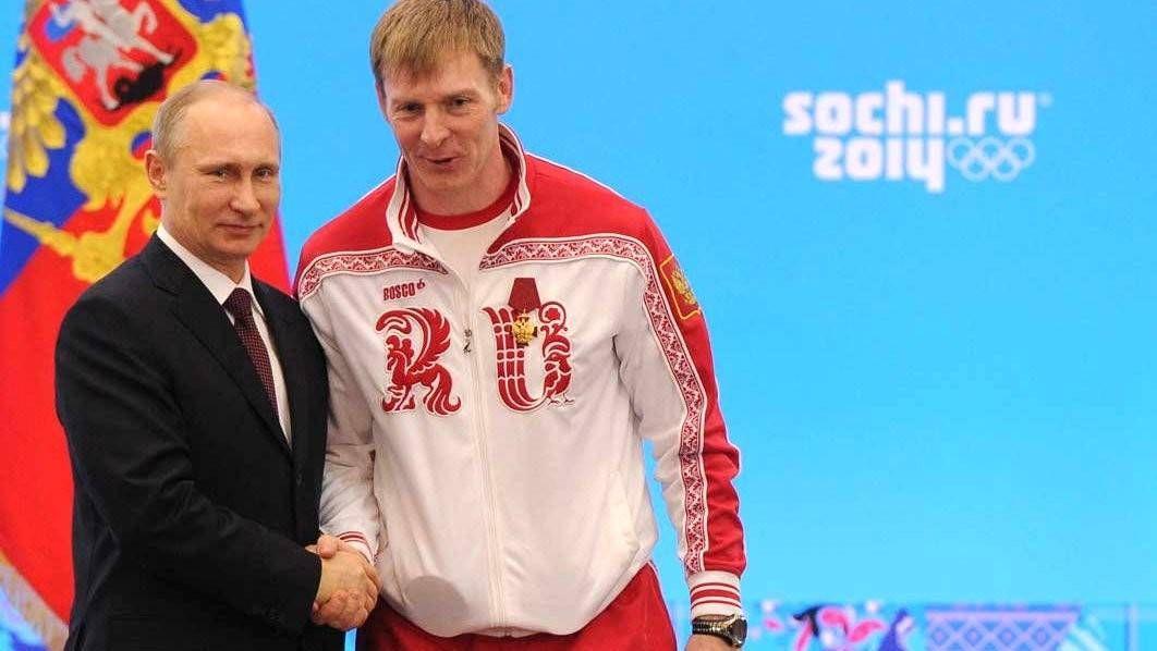 Орденом «За заслуги перед Отечеством» четвёртой степени награждён двукратный олимпийский чемпион в бобслее Александр Зубков