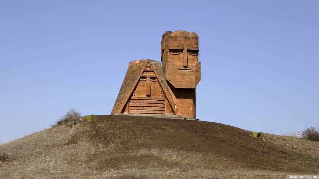 Памятник в Армении. Нагорный Карабах.