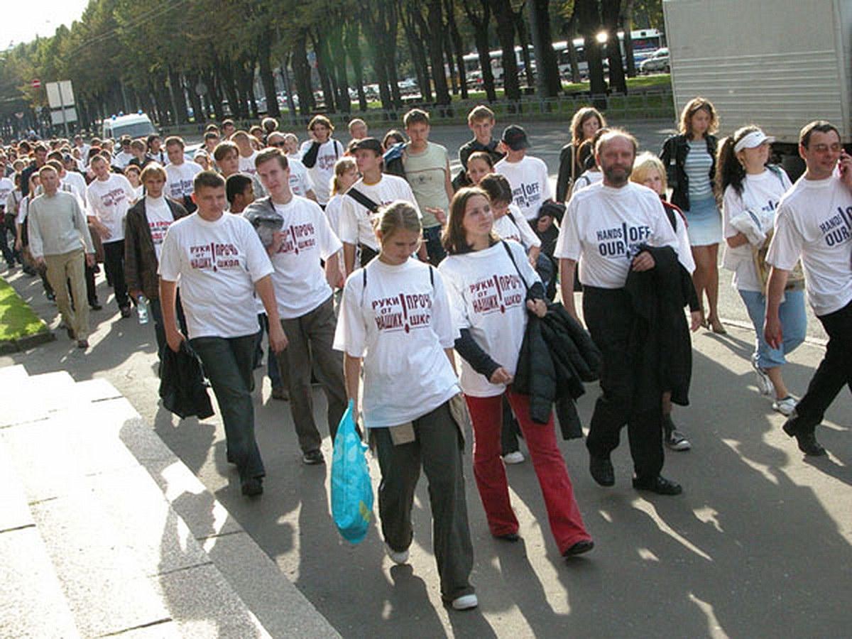 Шествие в защиту русских школ в Риге