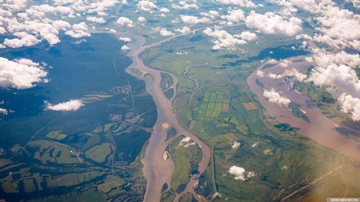 Амурская протока и река Амур
