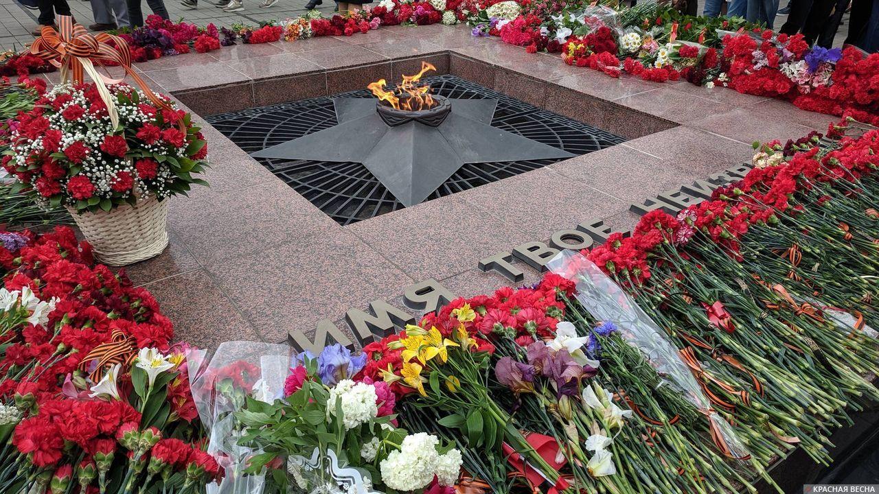 Краснодар. Возложение цветов к Вечному огню
