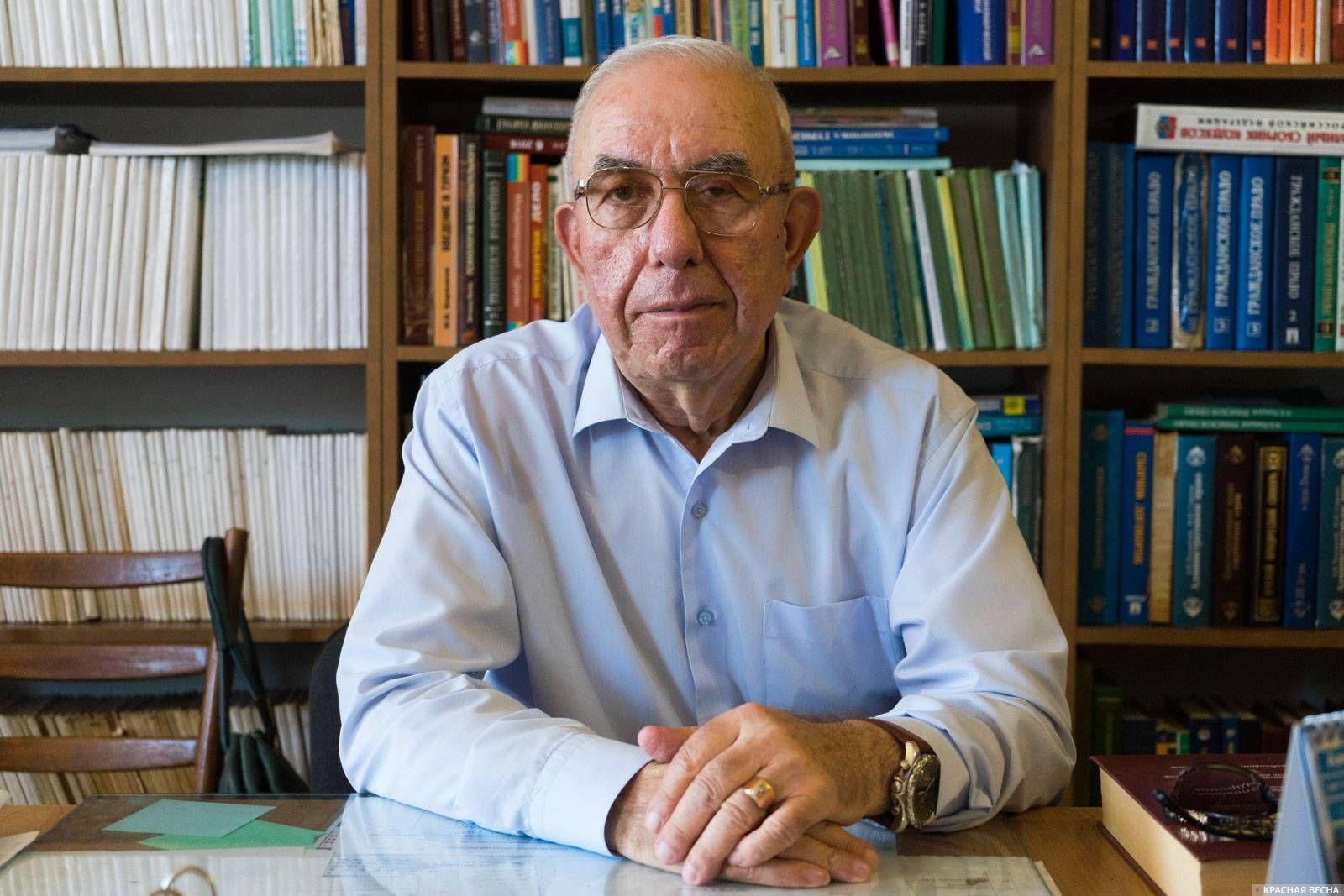 Ректор Сухумского открытого института Валерий Кварчиа