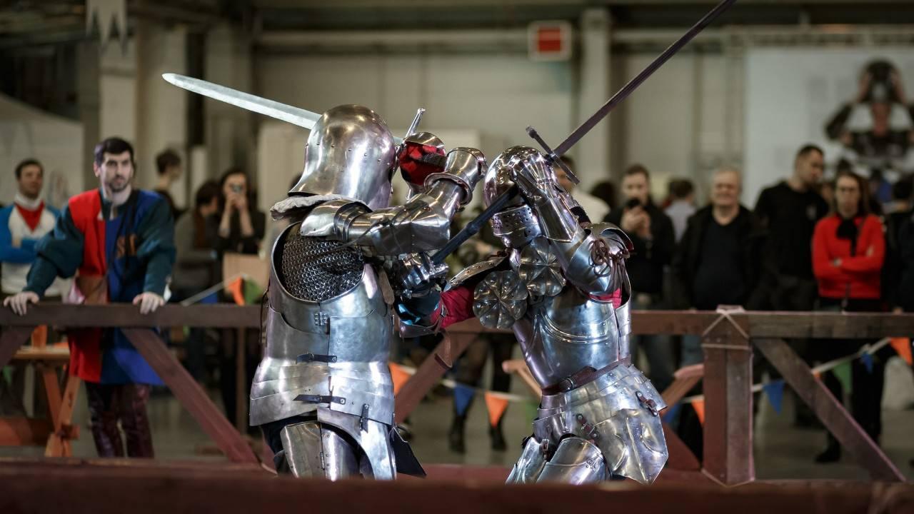 Латные рыцари в доспехах образца 15-го века