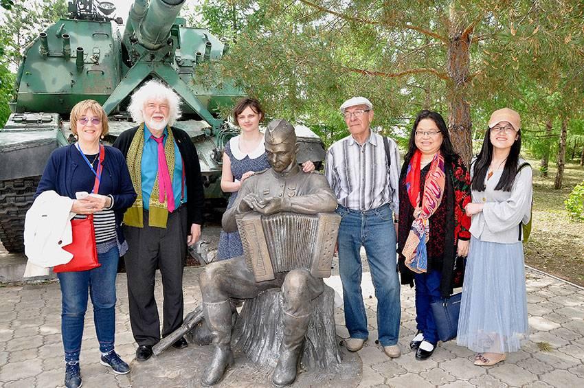 Памятник Василию Тёркину в посёлке Саракташ