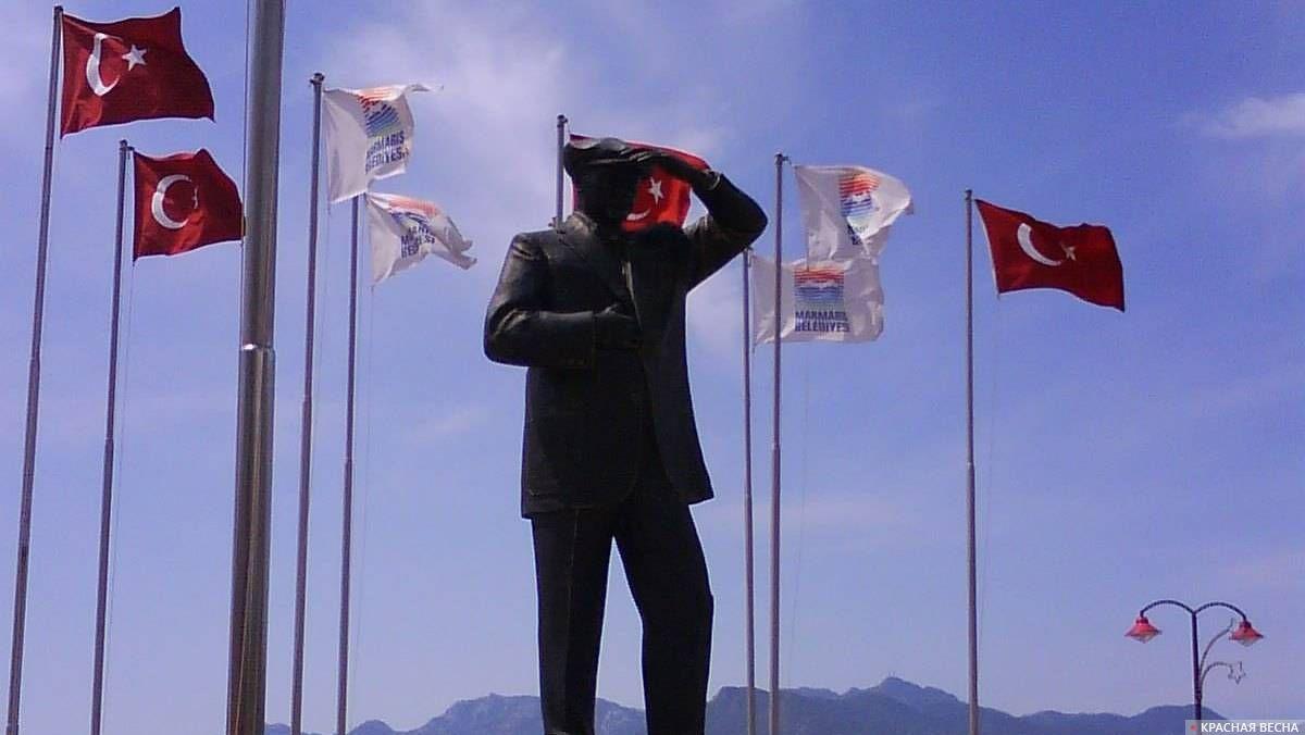 Памятник Кемалю Ататюрку. Мармарис. Турция