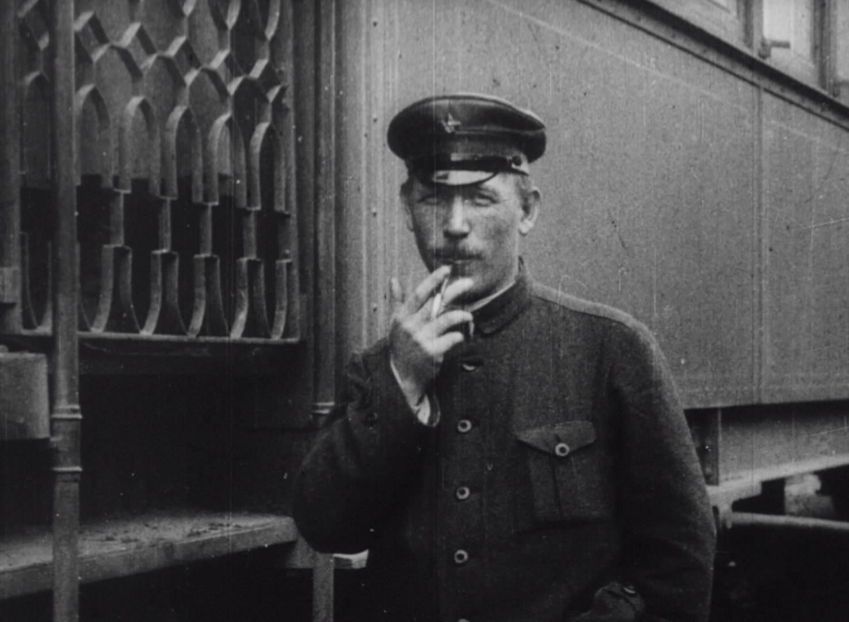 Советский поэт и публицист Демьян Бедный. Кадр из фильма «Годовщина революции»