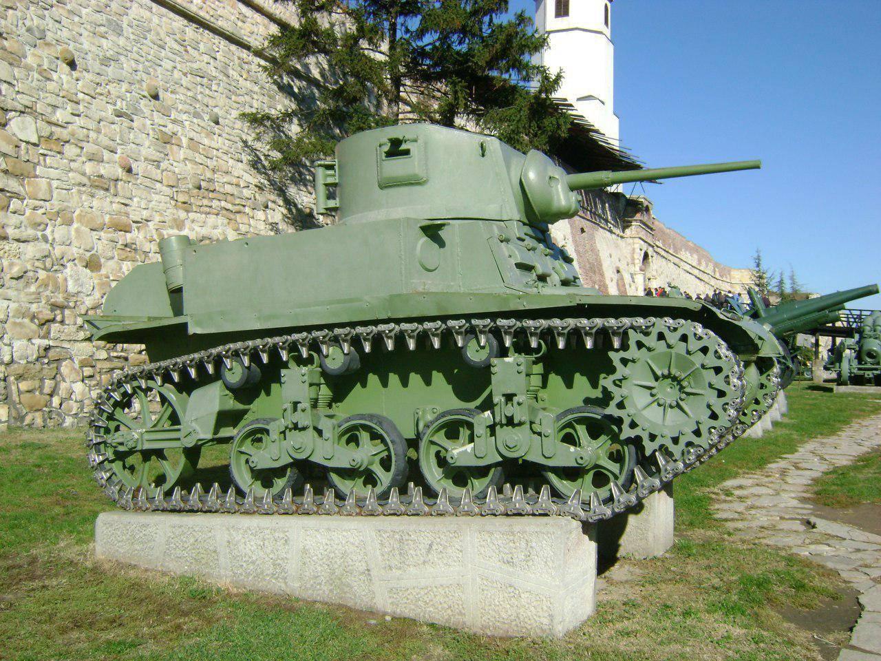 Сербский танк у стен крепости Калемегдан в Белграде