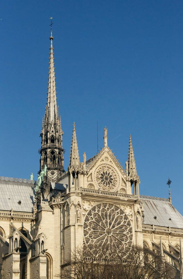Шпиль и южный вход трансепта Собора Парижской Богоматери
