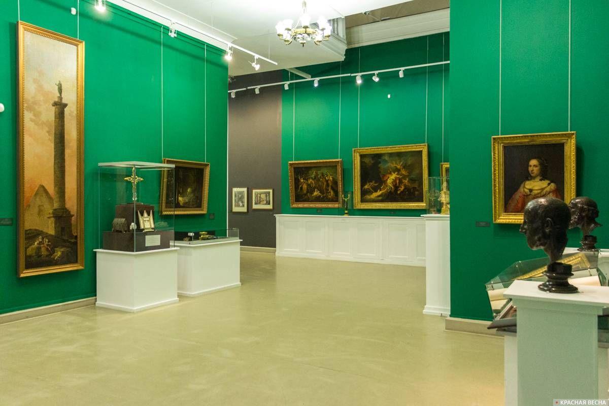 Выставочный зал, слева - работа Юбера Робера