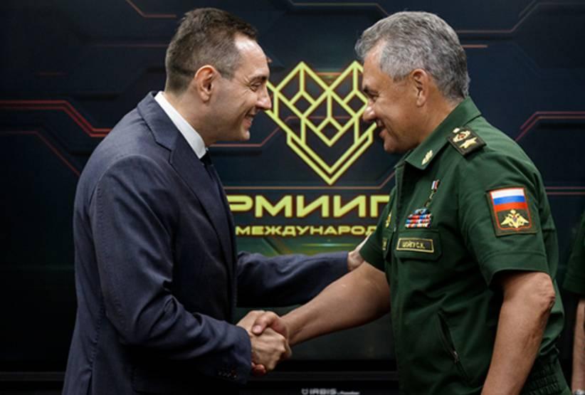 Александр Вулин и Сергей Шойгу