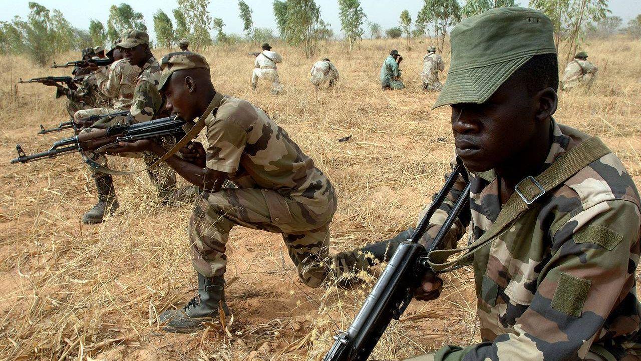 Солдаты вооружённых сил Нигера на учениях