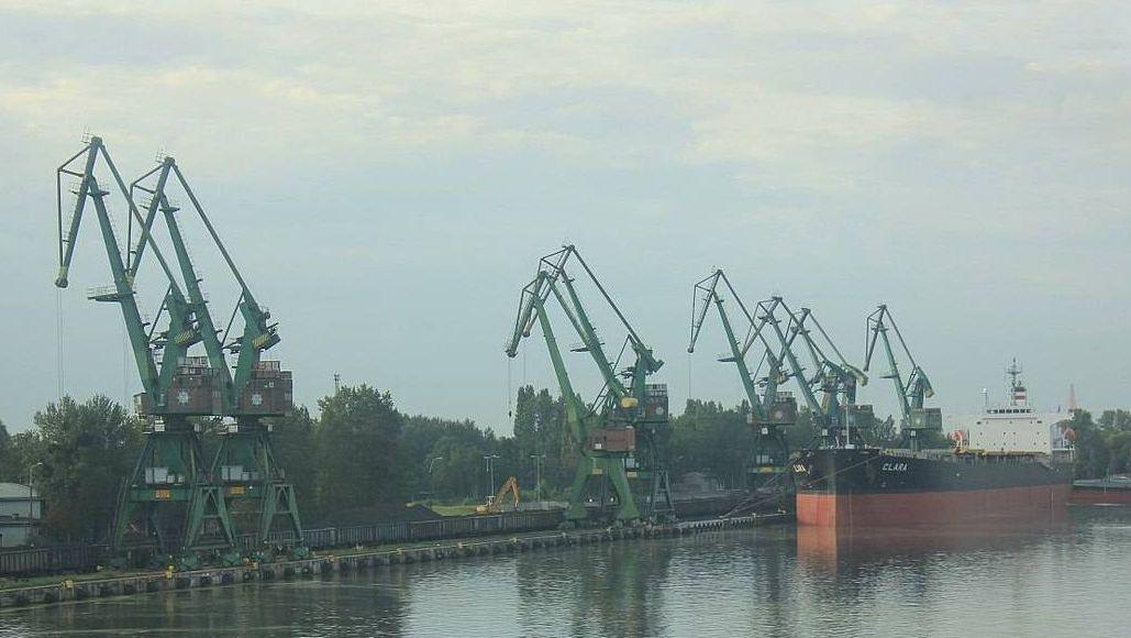 Организация Greenpeace заблокировала выгрузку угля в Польше