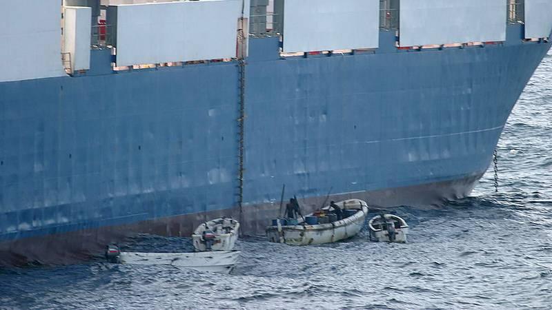 Захват гражданского судна пиратами
