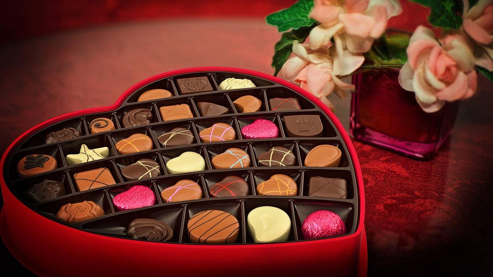 Открытки конфеты в красивых коробках, большого