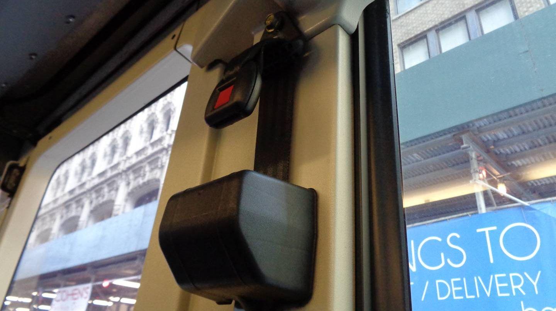 Ремень безопасности в автобусе