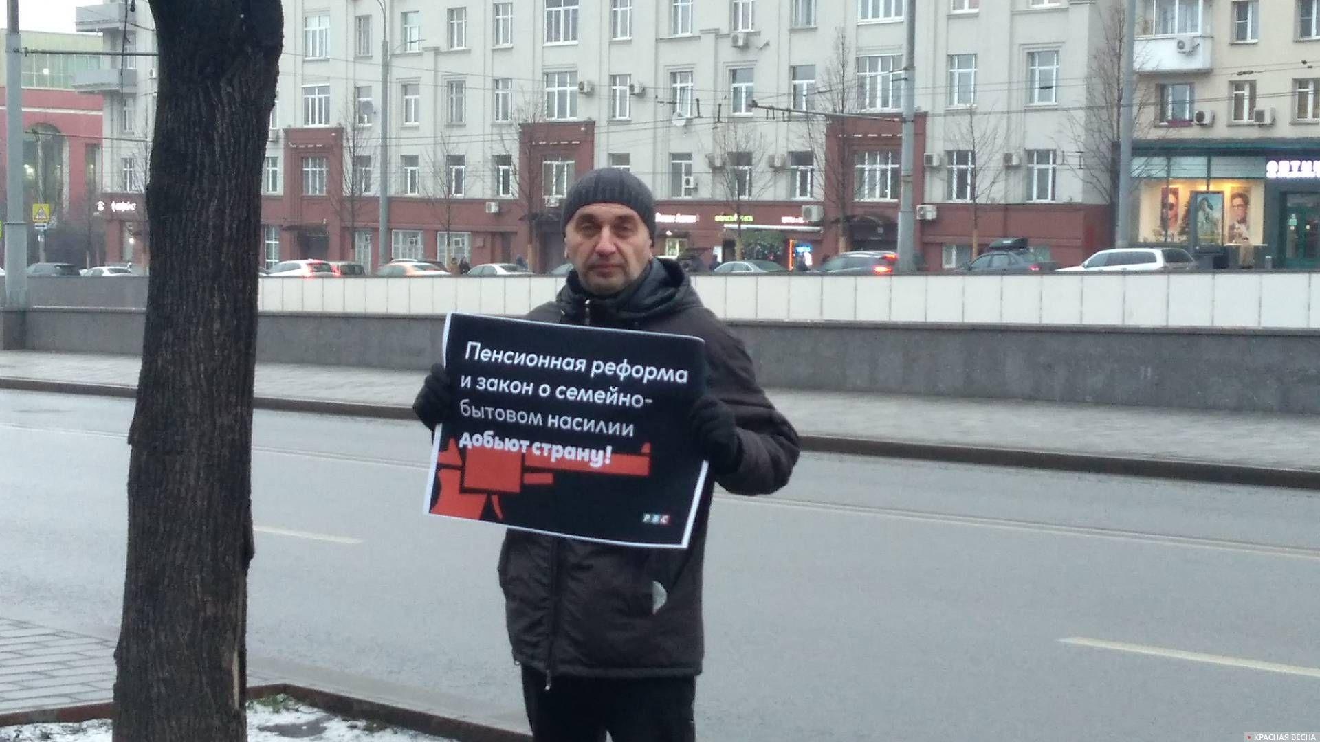 Пикет у станции метро «Октябрьская»