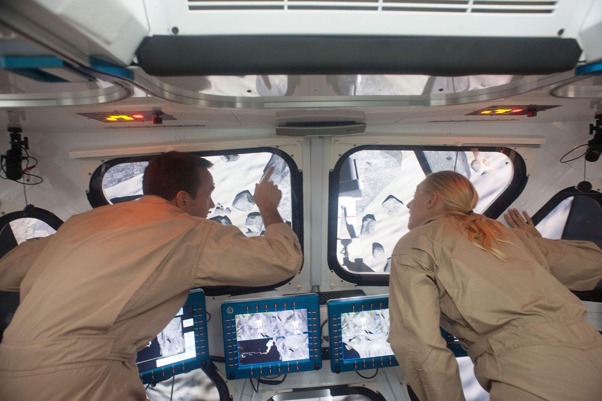 Ученые изучают астероид