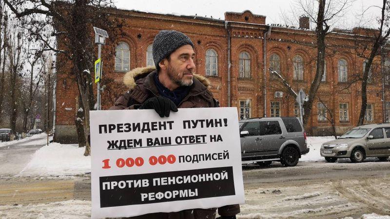 Одиночный пикет против пенсионной реформы. Таганрог. 03.01.2019