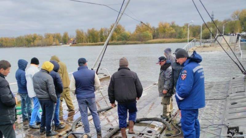 Затопленный понтонный мост в Ростове-на-Дону