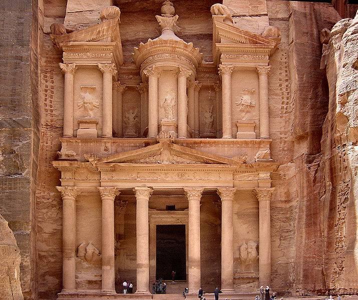 Эль-Хазне - набатейский храм в Петре
