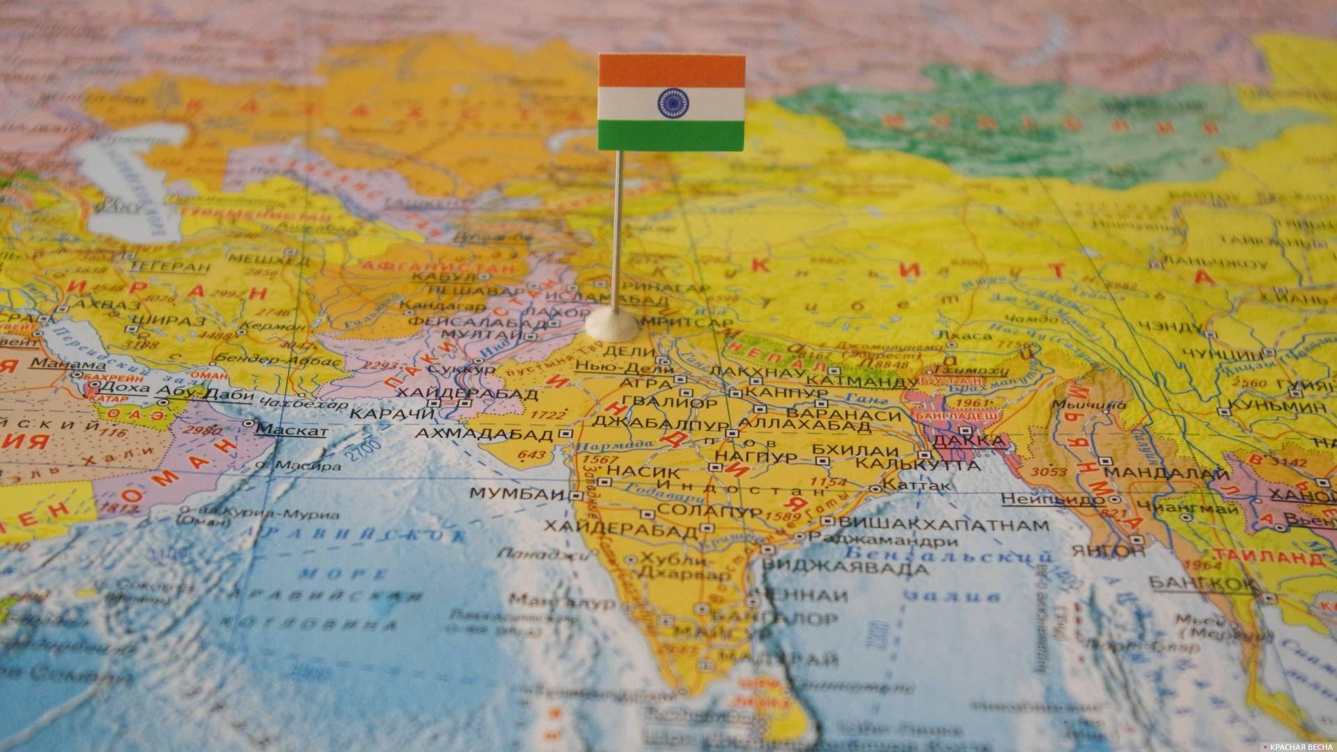 Индия с флагом на карте мира