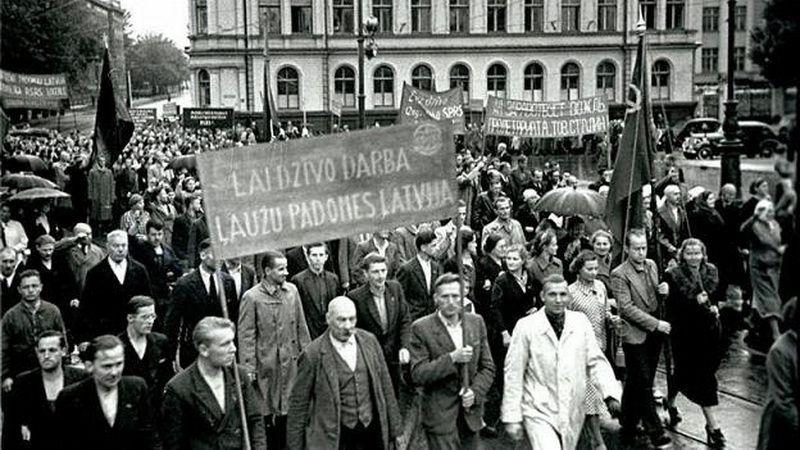 Демонстрация трудящихся  в Риге