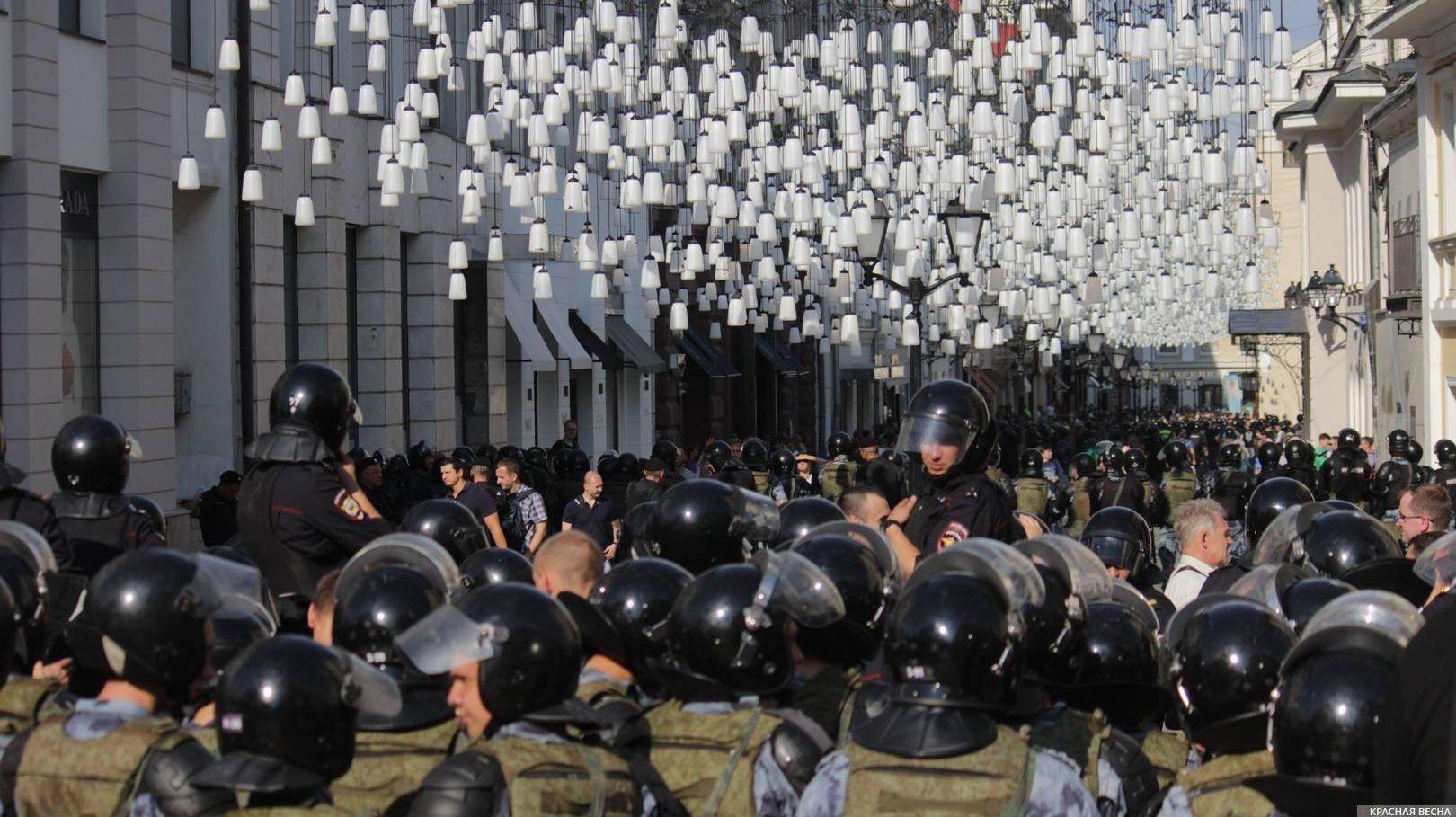 Полиция в Москве 27 июля 2019