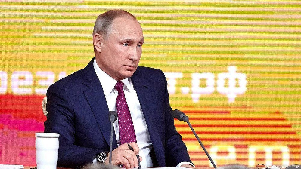 Владимир Путин (кружка слева)