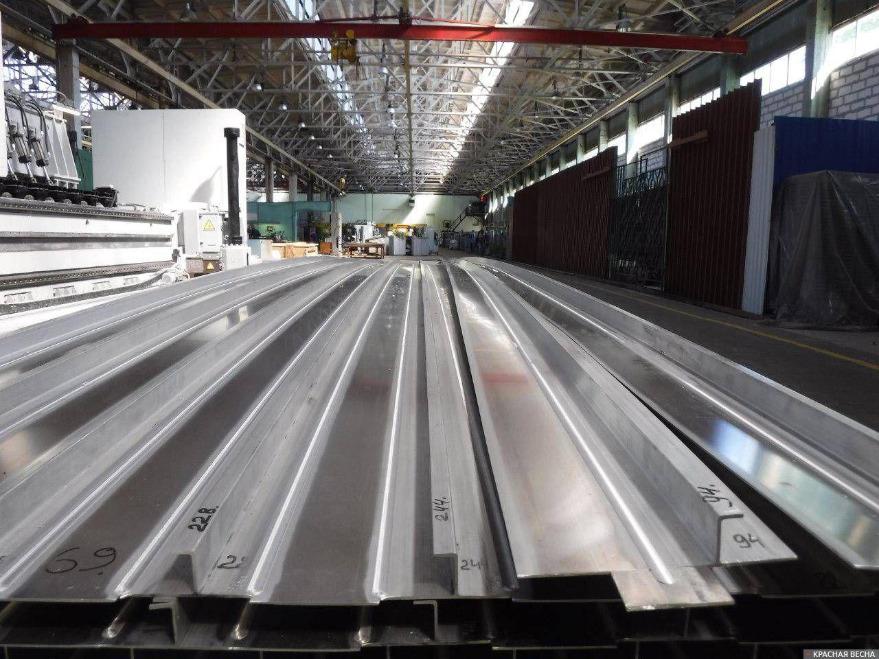 Панели из алюминиево-магниевого сплава, изготавливаемые ЦНИИ КМ «Прометей» для строительства судна. 30.05.2019