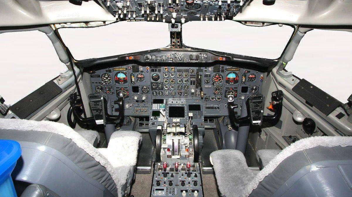 Кабина Boeing 737