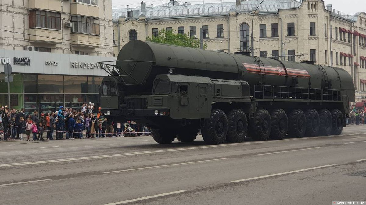 Ракетный комплекс стратегического назначения «Ярс» на параде в Москве
