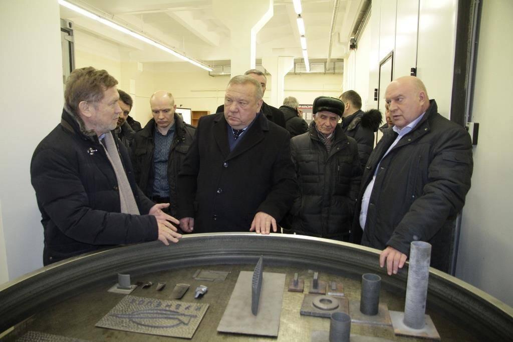 Владимир Шаманов (в центре)