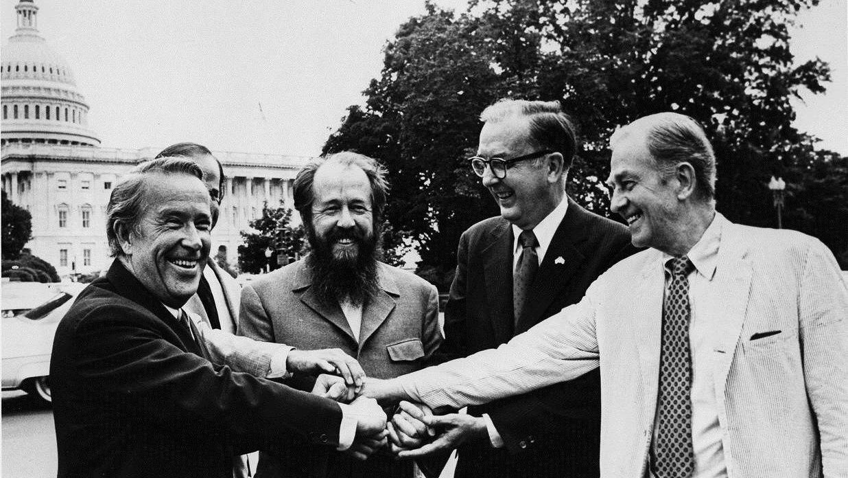 «Подождите, гады! Будет на вас Трумен! Бросят вам атомную бомбу на голову!» Александр Солженицын. Архипелаг Гулаг