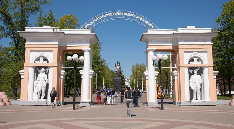 Памятник Ленину в парке Белгорода