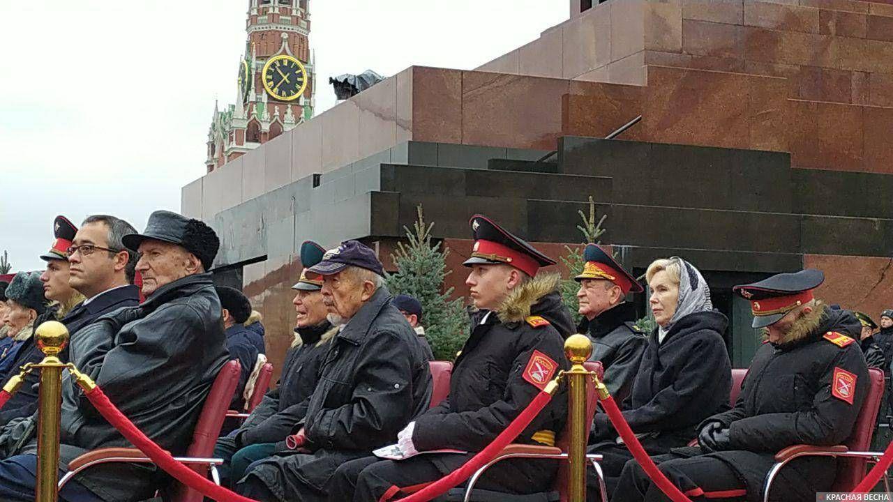 Трибуны у мавзолея В.И.Ленина