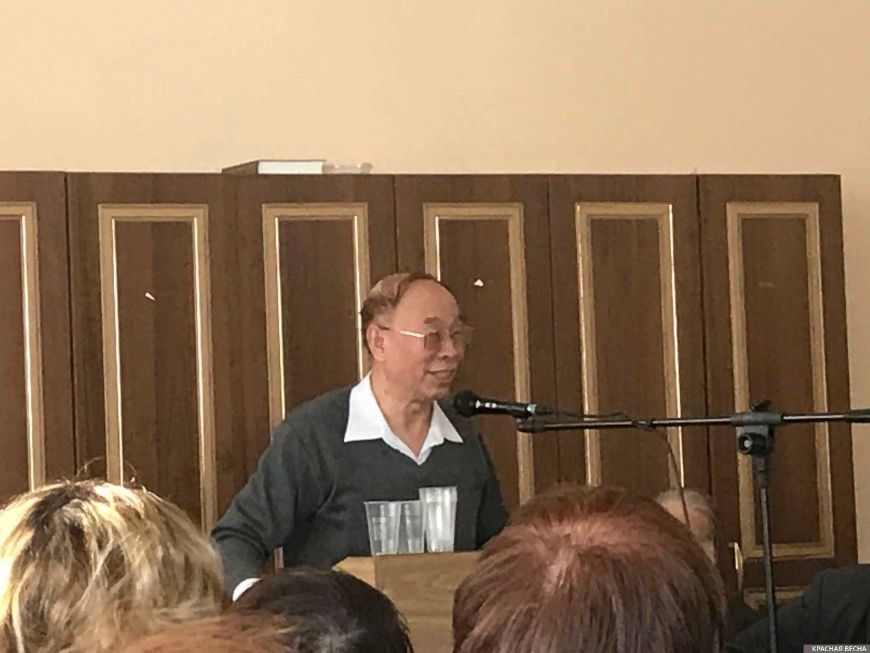 Профессор Пекинского университета Жэнь Гуансюань