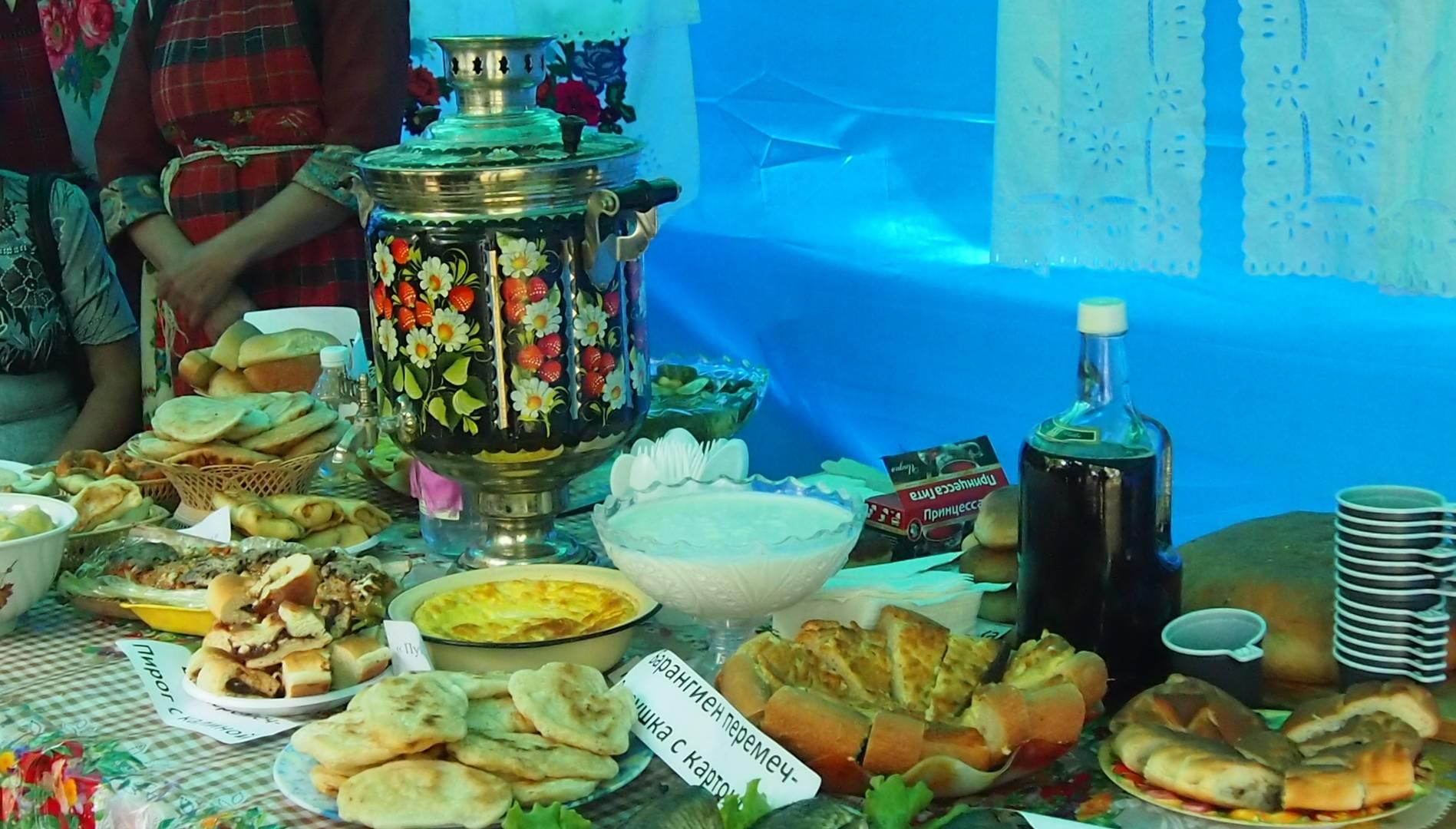 Самовар, чай, пироги