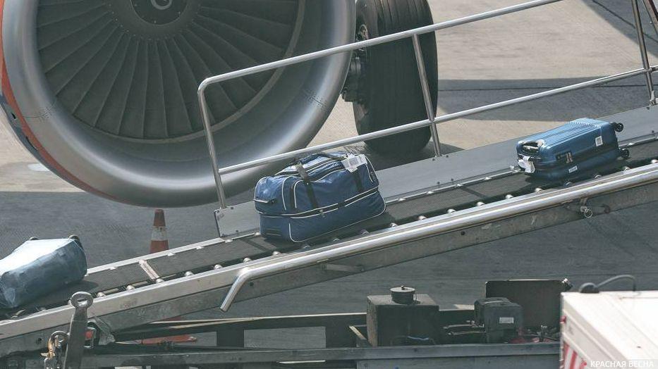 Разгрузка багажа в аэропорту