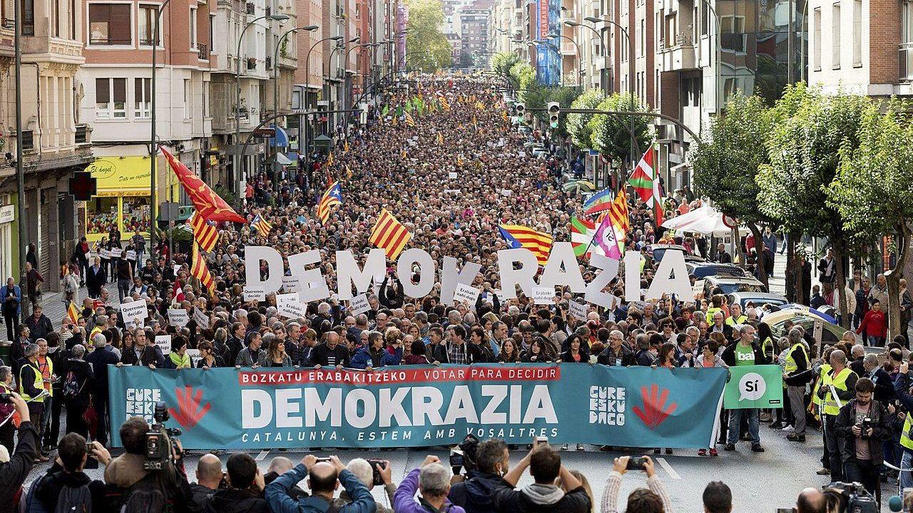 Демонстрация в Бильбао в знак солидарности с референдумом о независимости Каталонии