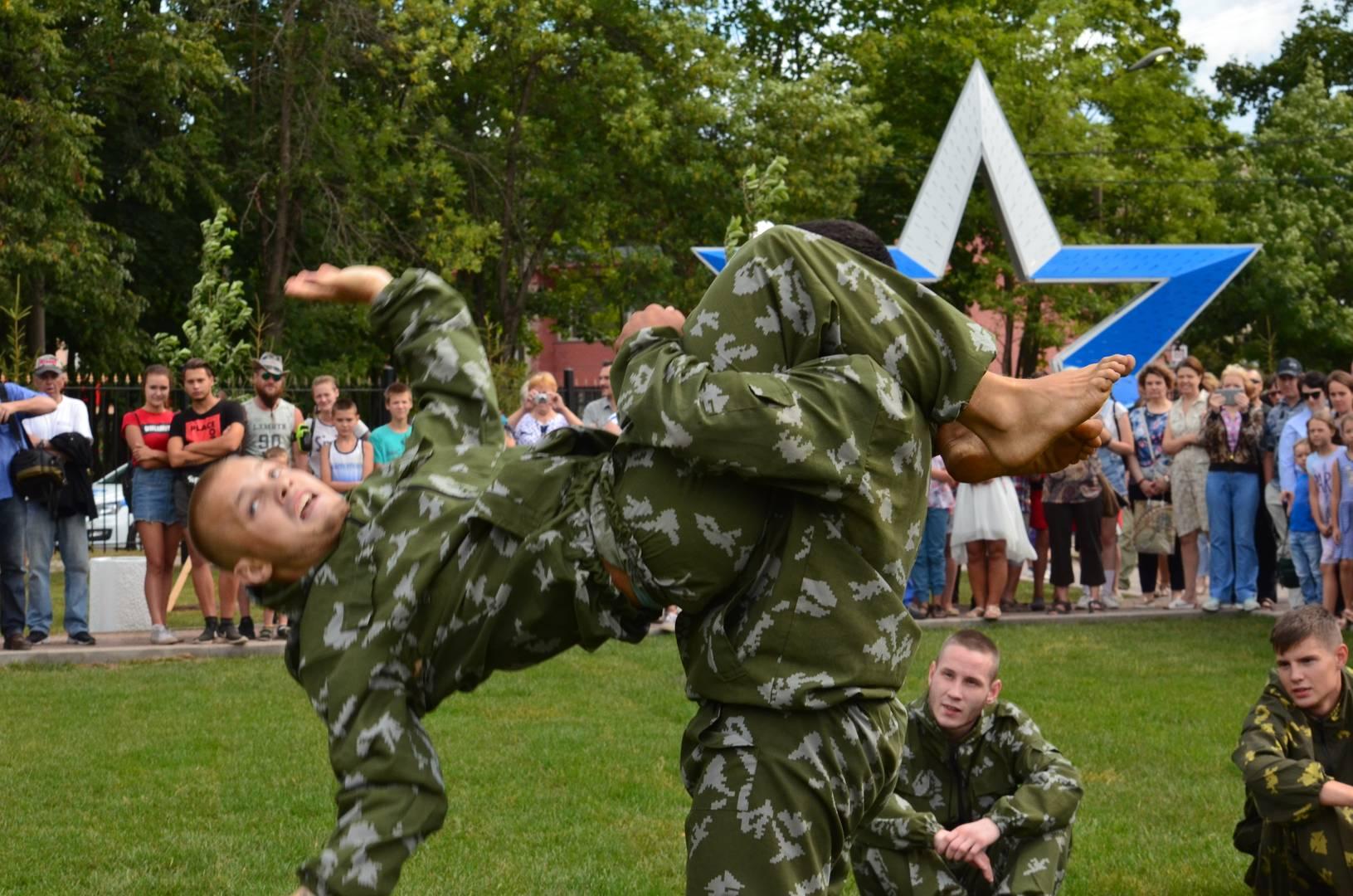 Выступление военно-спортивного клуба смешанных единоборств «БМП»