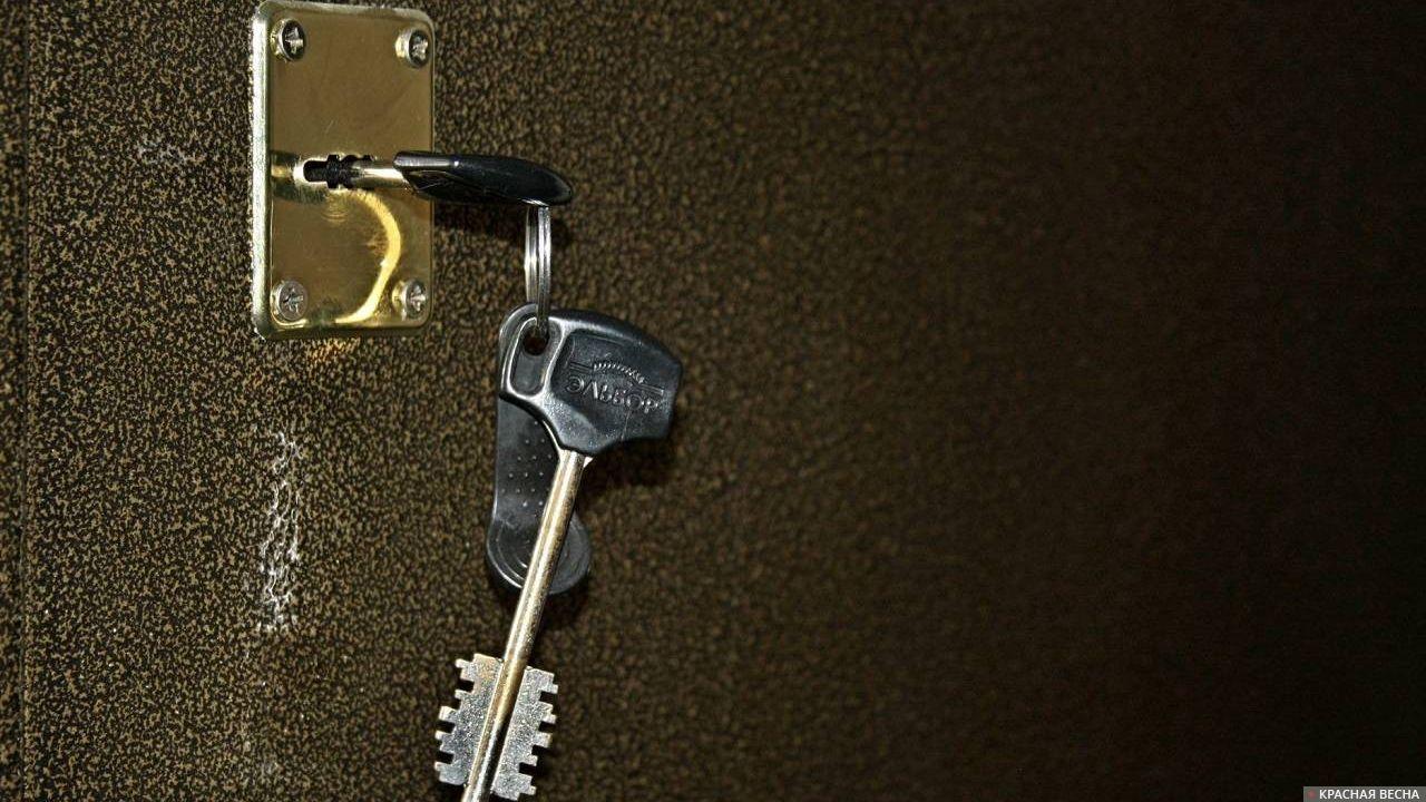 Ключи в замочной скважине