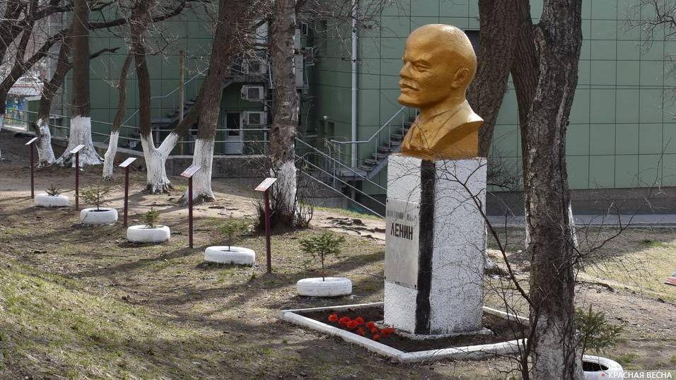 Бюст Ленина на улице Русской. Владивосток