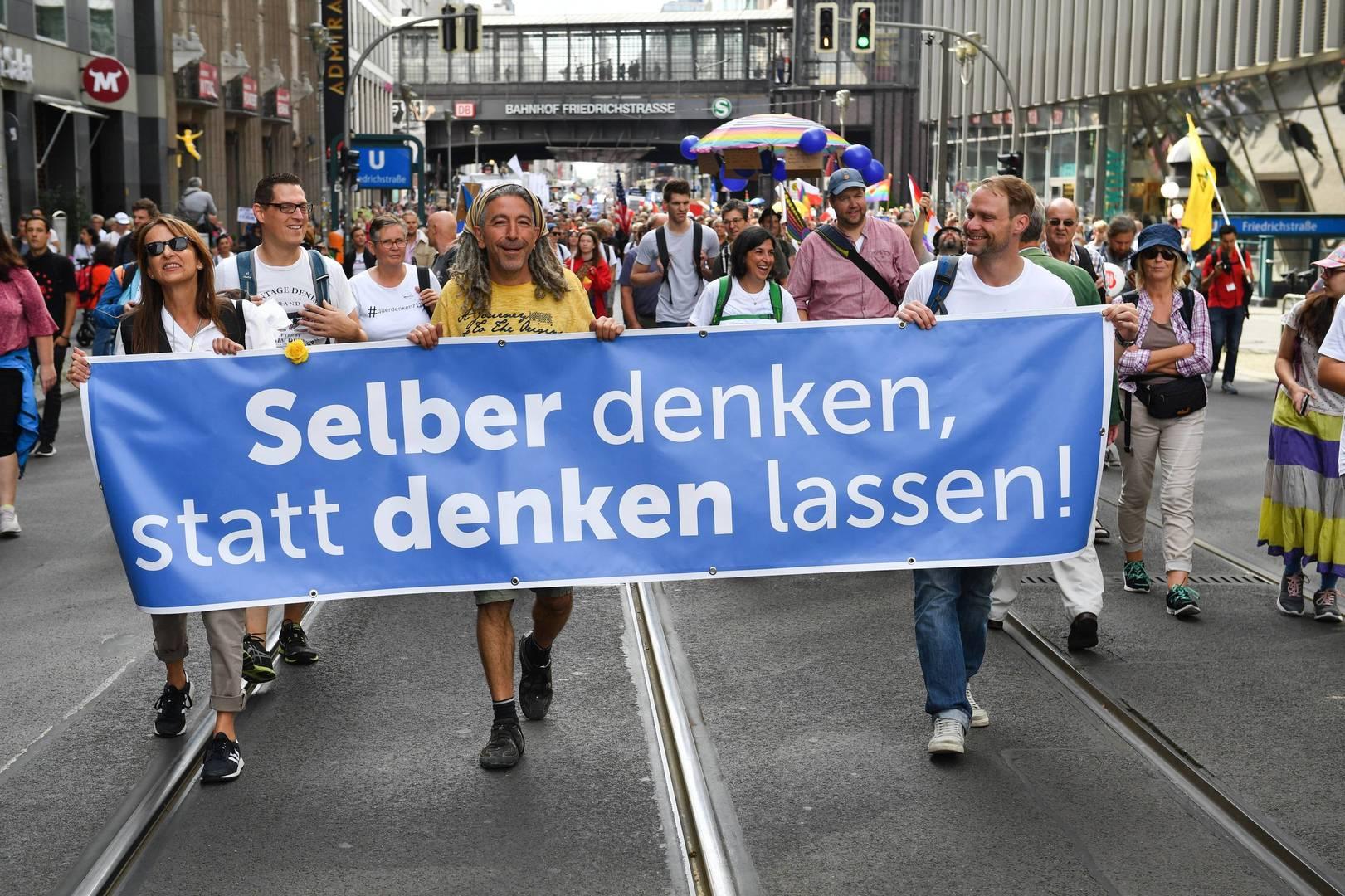 Думай сам, а не позволяй думать!». Демонстрация Querdenken в Берлине