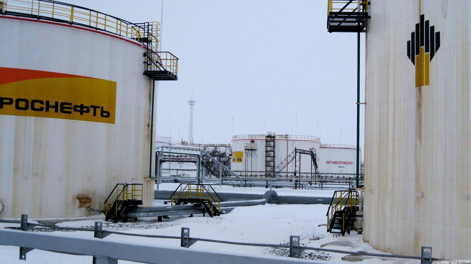 Площадка хранения нефти.